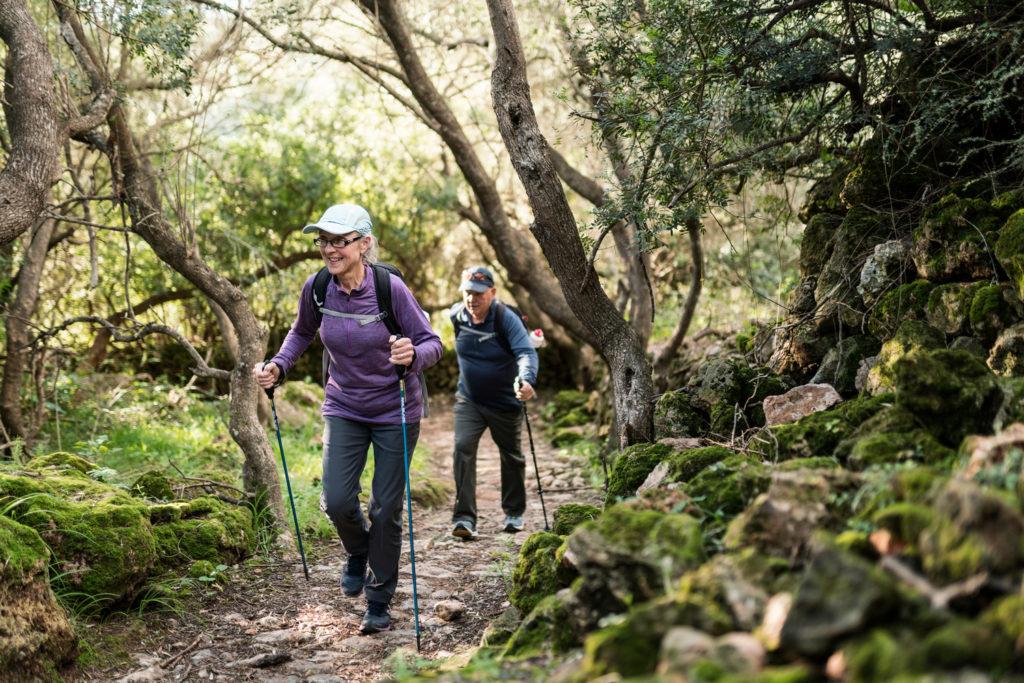 El senderisme és una activitat alineada amb els valors de la Reserva de Biosfera i contribueixen a protegir els senders ancestrals (Foto: Jordi Saragossa).