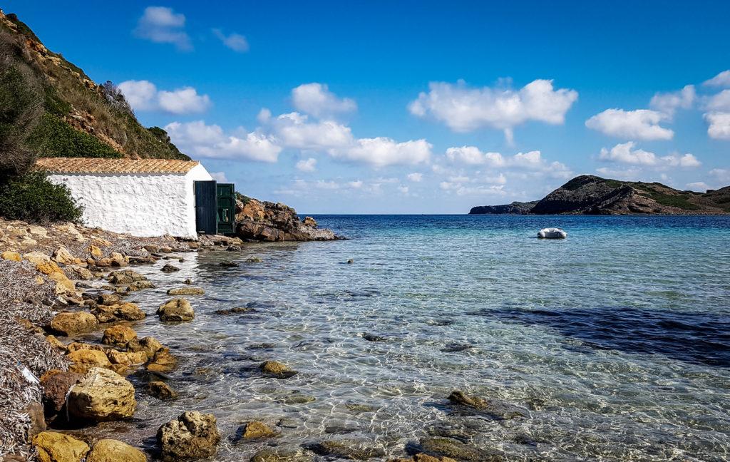Les tradicionals casetes de vorera són exemple de patrimoni cultural i històric de Menorca.